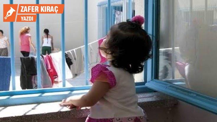 Bebekler ve çocuklar neden hapse atılır?