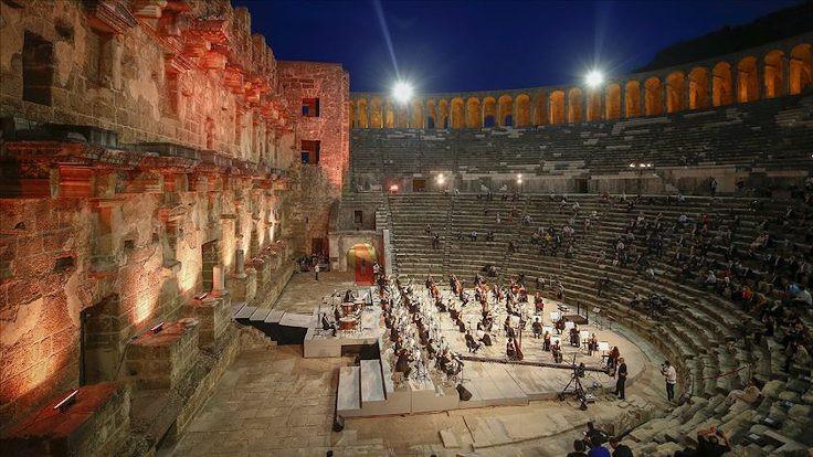 Antalya'da antik tiyatroda konser düzenlendi