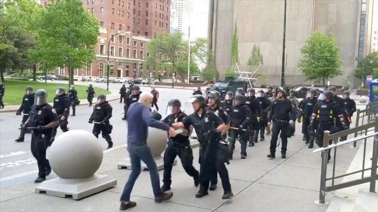 Eylemciyi iterek yaralayan polislere dava