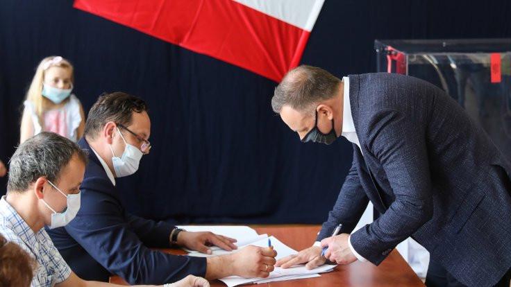 Varşova Belediye Başkanı Duda'yı zorladı, Polonya seçimleri ikinci tura kaldı