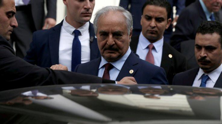 Guaido: Hafter'in uçağı Venezuela'ya indi