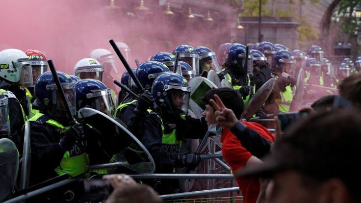 Irkçıların gösterisinde 100'den fazla gözaltı