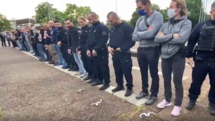 Fransa'da polisin 'boğma tekniği' isyanı