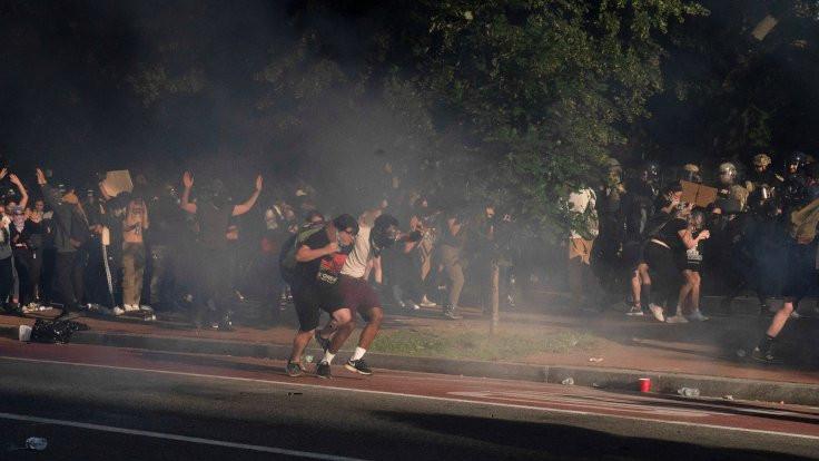 Trump için din görevlilerine de gaz sıkılmış