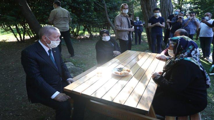 Erdoğan, Çamlıca'da piknikçileri ziyaret etti