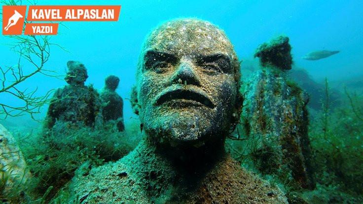 Her heykel aynı suda yüzer mi?