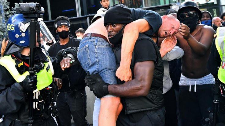 Londra'da Floyd protestoları: Birinin ölmesini önledik