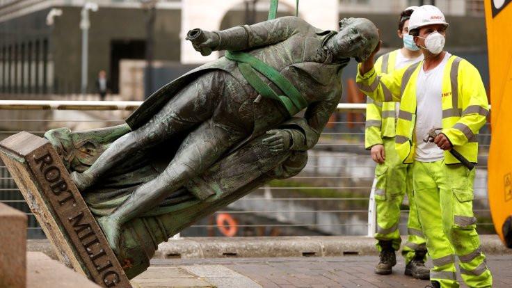 Köle tacirinin heykeli söküldü