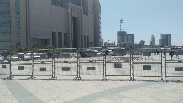 Çağlayan'a polisler yerleştirildi, meydan kapatıldı