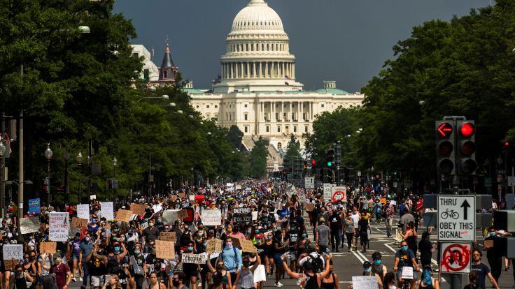 Floyd protestocularının çoğunluğu beyaz