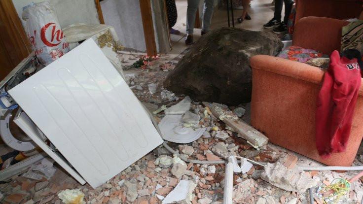 Eve kaya düştü çamaşır makinesi korudu