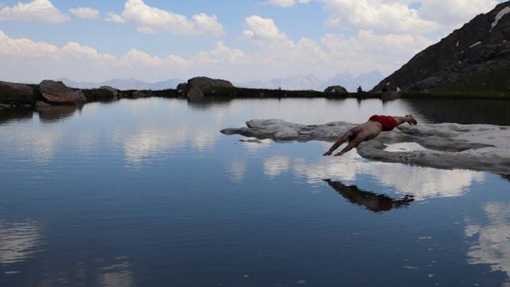 Berçelan'da dört mevsim: 3 bin 700 metrede yüzdüler - Sayfa 3