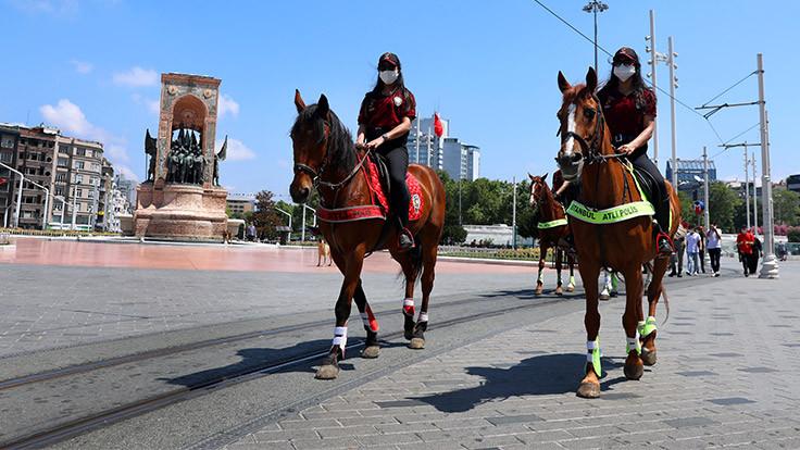Atlı polisler Taksim'de