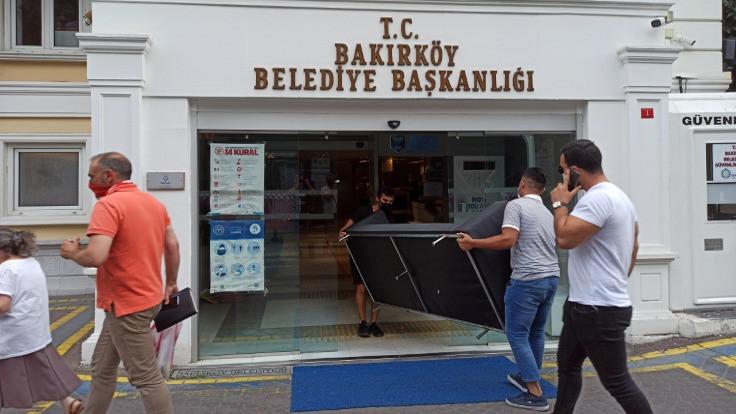 Bakırköy Belediyesi'ne haciz geldi