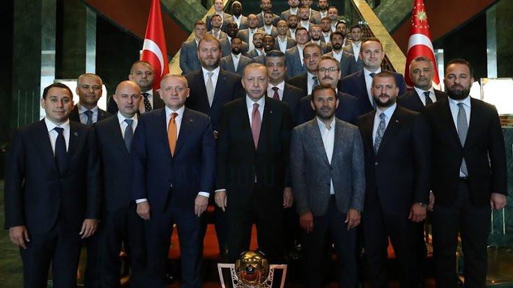 Başakşehir kupayı Erdoğan'a götürdü