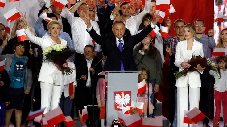 Polonya'da muhafazakâr iktidar değişmedi, cumhurbaşkanlığı seçimini Duda kazandı