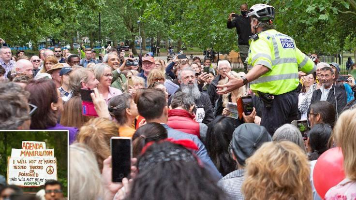Londra'da maske zorunluluğu protesto edildi