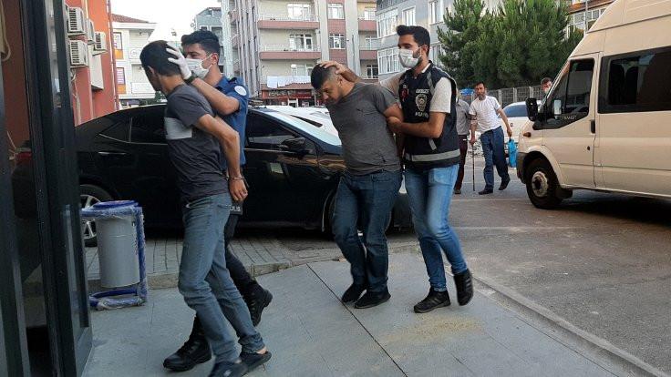 Araçtan 88 bin lira çalanlar yakalandı