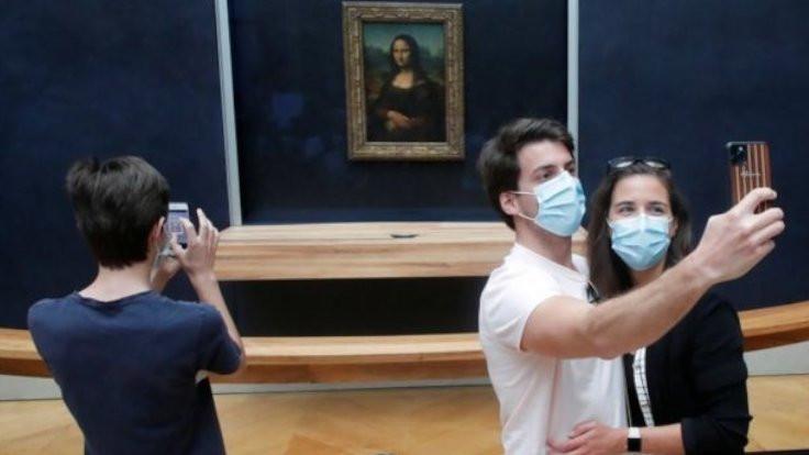 Louvre Müzesi 4 ayın ardından ziyarete açıldı