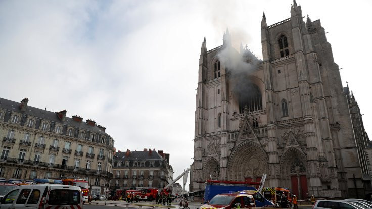 Fransa'da Nantes katedralinde yangın