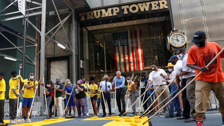 Trump Tower önünde 'Siyah Hayatlar Değerlidir'