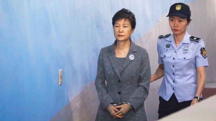 Güney Kore'nin eski liderine hapis cezası