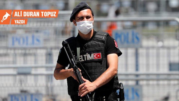 Ciğeri kediye, demokrasiyi polise...