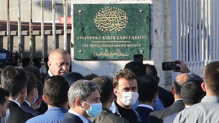 Erdoğan, Ayasofya'nın tabelasını açtı