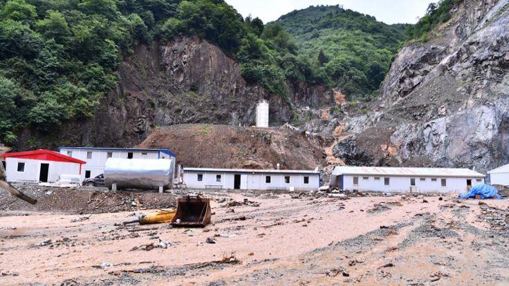 Trabzon'da heyelan: Yomra-Özdil karayolu ulaşıma kapandı