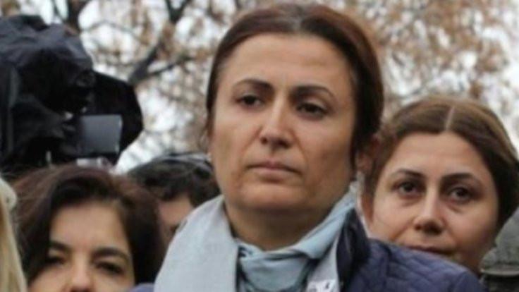 Türkan Elçi hukuk fakültesini bitirdi: Diplomamda acılı bir zamanın alın teri var