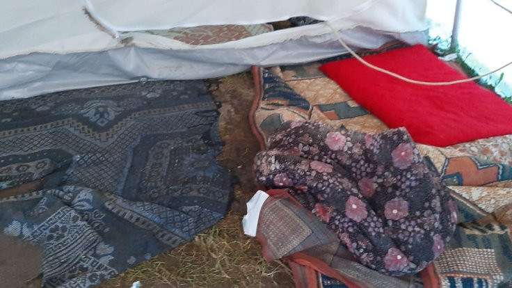 Van'da depremzedeleri sel vurdu