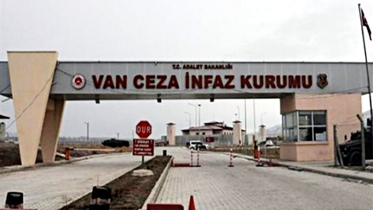 'Cezaevlerinde temel haklar askıya alınmış'