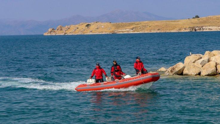 Van Gölü'nde batan teknenin yeri bulundu