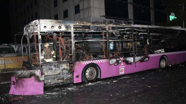 Esenyurt'ta otobüs yakıldı
