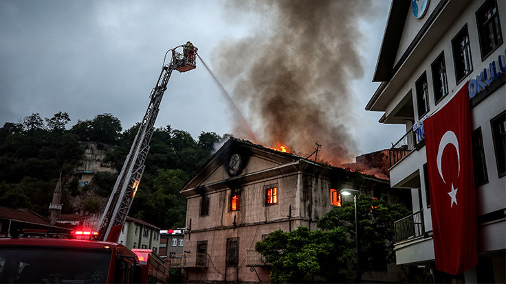 Bursa'da tarihi bina yangını