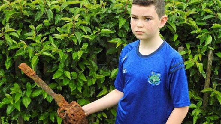 10 yaşındaki çocuk 300 yıllık kılıç buldu