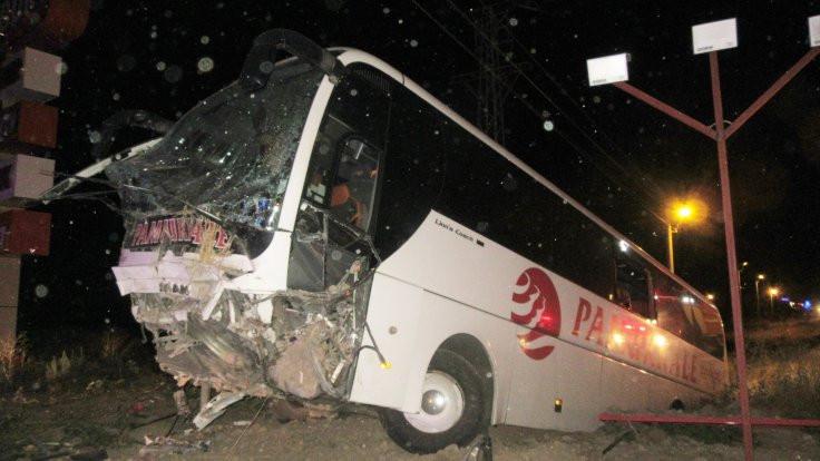 Otobüs şarampole düştü: 30 yaralı