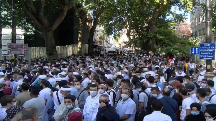 'Ayasofya'da 3 bin kişiye korona bulaştı'