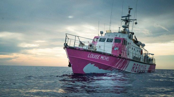 Banksy'nin fonladığı gemi Akdeniz'e açıldı