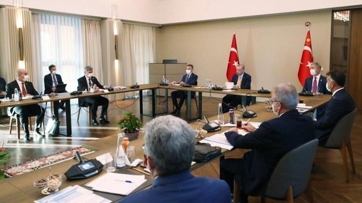 Erdoğan, Ahlat'ta valilerle toplantı yaptı