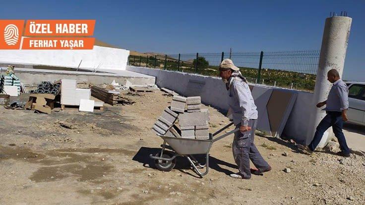 40 yıllık heykeltıraş Türkiye'de inşaatçı oldu