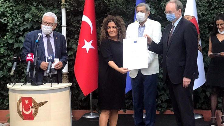 Hale Gönültaş'ın 'Ezidi Hadiya Hussein'in hukuk mücadelesi' dosyasına AB'den ödül