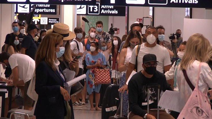 İtalya'da vakaların yüzde 40'ı tatilden dönenler