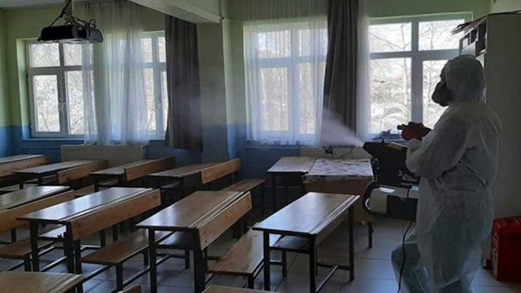 AK Partililer de istemiyor: Okulları açmayın