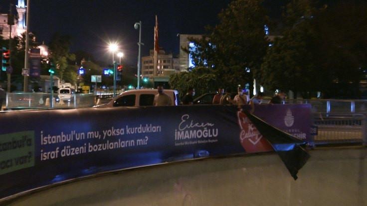 İBB'nin sökülen Kanal İstanbul afişi sosyal medyada: O zaman buraya asalım