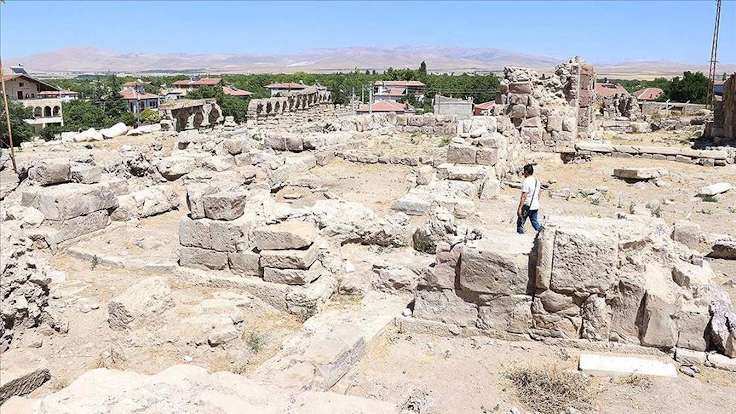 Tyna'da 4. yüzyıl sikkeleri