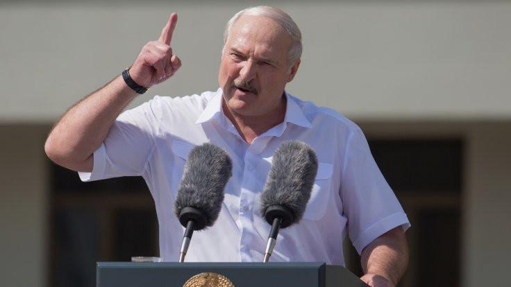 Lukaşenko 'Ben bir aziz değilim' dedi, anayasa referandumu önerdi
