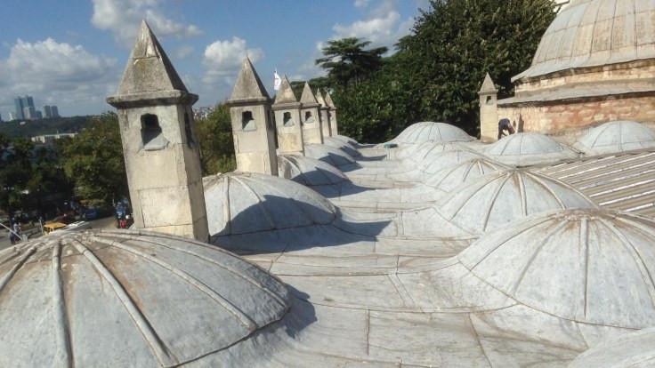 Tarihi külliyenin bacalarındaki klimalar kaldırıldı