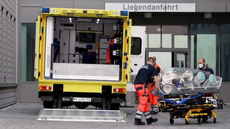 Rus muhalif lider tedavi için Almanya'ya götürüldü