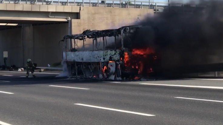Çekmeköy'de otobüs yandı